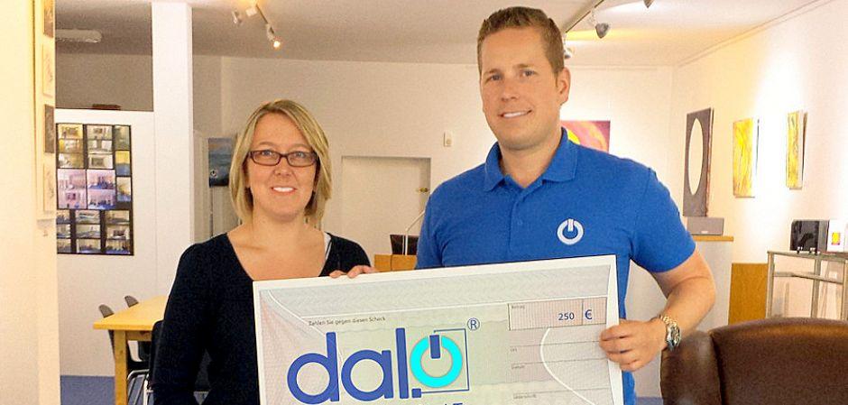 Spendenscheck der Firma Dalo zur Übergabe an Pro-Liberis