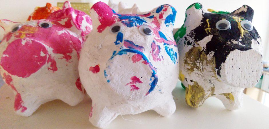 Die Kita Grashüpfer bastelt Neujahrsschweine