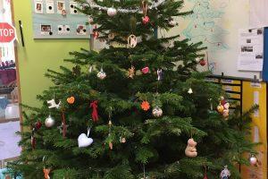 Weihnachtsbaum in der Kita Nanos!