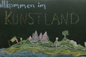 Tafelbild: Willkommen im Kunstland im Hort Südendschule