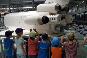 Kinder staunen im Technikmuseum