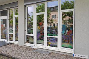 Bemaltes Fenster des Seniorenzentrums in Grünwinkel (1)